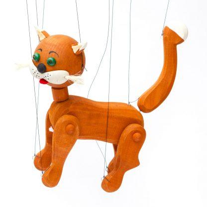 Handgemachte Marionette aus Holz und Filz - niedliche rot braune Katze stehend und von der Seite